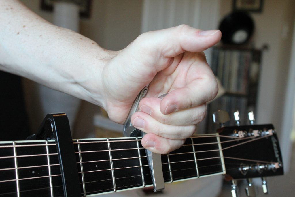 Gripping the Kyser capos